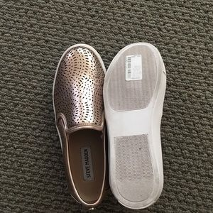 Steve Madden rose gold slip on tennis shoe 8.5M